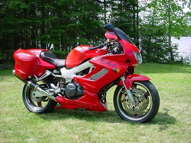 Les vacances approchent, comment charger sa moto au mieux ?   E9993663