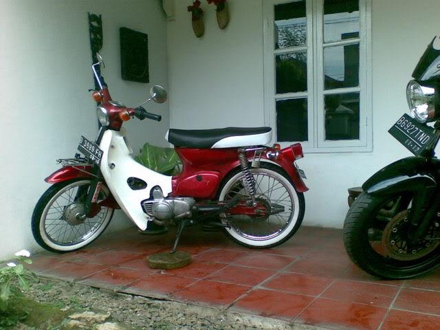 Motor KLASIK (jadul) mana yang paling LANGKA dari semua koleksi bro kita ini? hayoo sapa bisa jawab :) Bram009