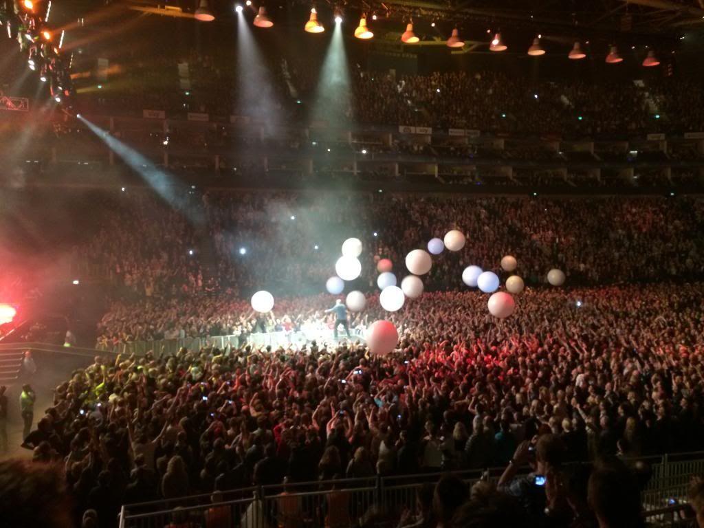 London O2 - April 16th, 2014 2014-04-16224342