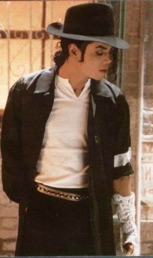 """Immagini vietate ai """"deboli di cuore"""" - Pagina 2 King_of_pop"""