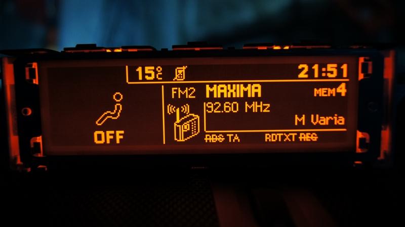 Vendo Pantallas Multifunción (C) para Peugeot 407 y compatibles DSC05454_zpsc37598d5