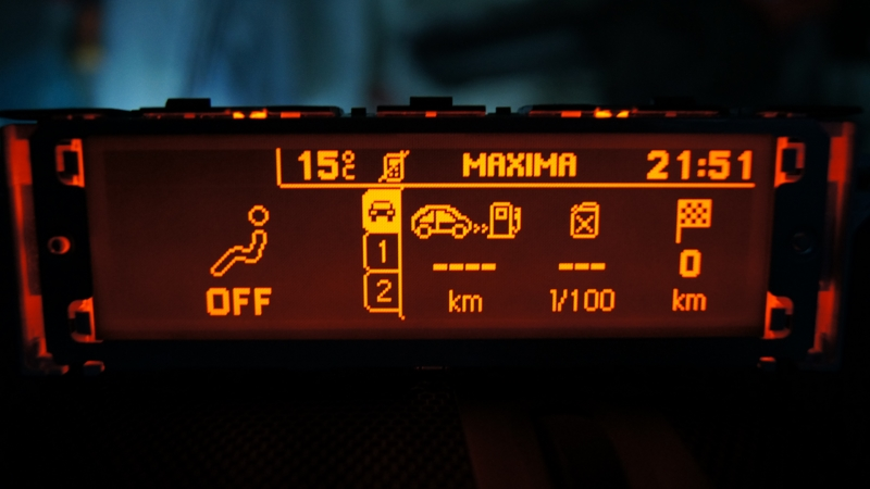 Vendo Pantallas Multifunción (C) para Peugeot 407 y compatibles DSC05455_zps0a0b7946