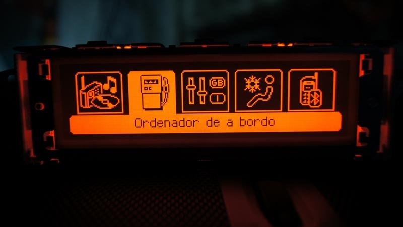 Vendo Pantallas Multifunción (C) para Peugeot 407 y compatibles DSC05457_zpsd21f79a0