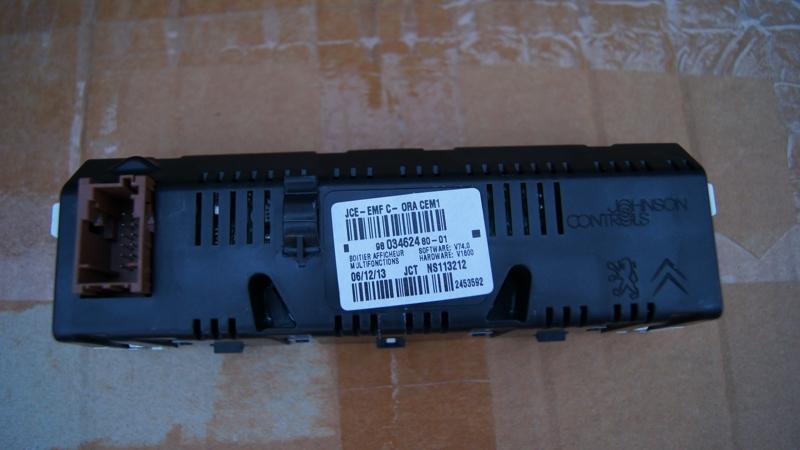 Vendo Pantallas Multifunción (C) para Peugeot 407 y compatibles DSC05463_zps0ef55b5d