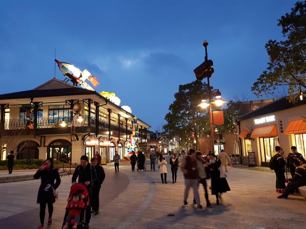 Zavandor a Shanghai Disneyland - Impressioni 20180321_182004_zps4bybsqgw
