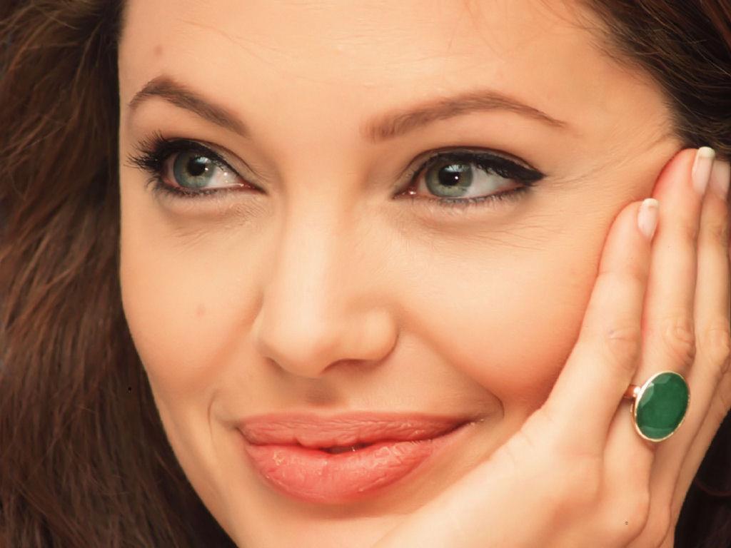 Angelina Jolie / ანჯელინა ჯოლი - Page 2 6c9f07265f5463ba1b6fe00858c5837b