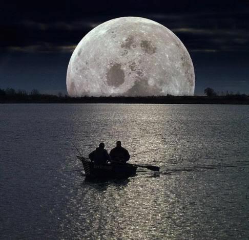 EL HILO DE LOS AMIGUETES II Pedazo-luna