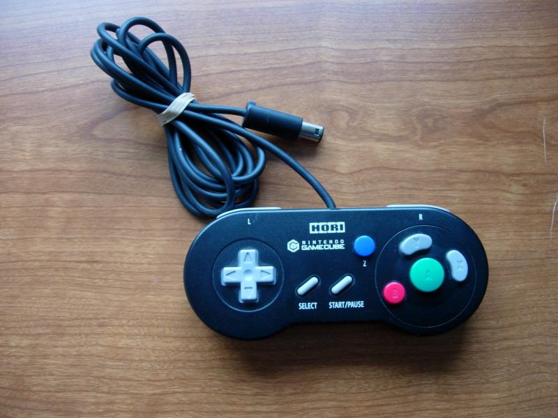 [RECH] HORI Digital Classic SNES pour Gamecube + Action replay 64 DSCN9925