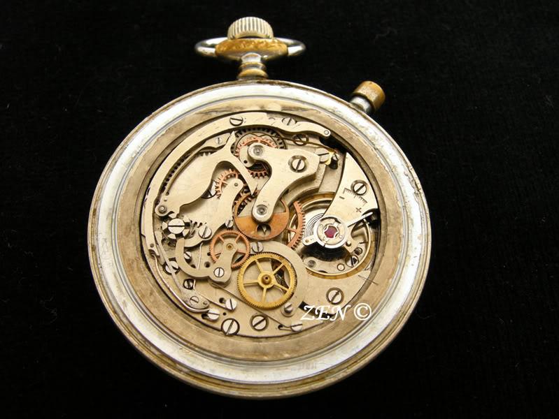 Hanhart un chrono militaire de poche avec un calibre de montre bracelet  Hanhartchronocalibre