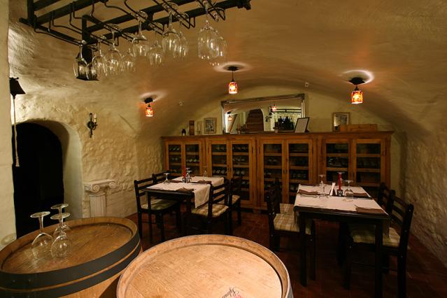 Tikšanās vietas Restaurant_4dd22ef3b0c2d982575668_full_jpg