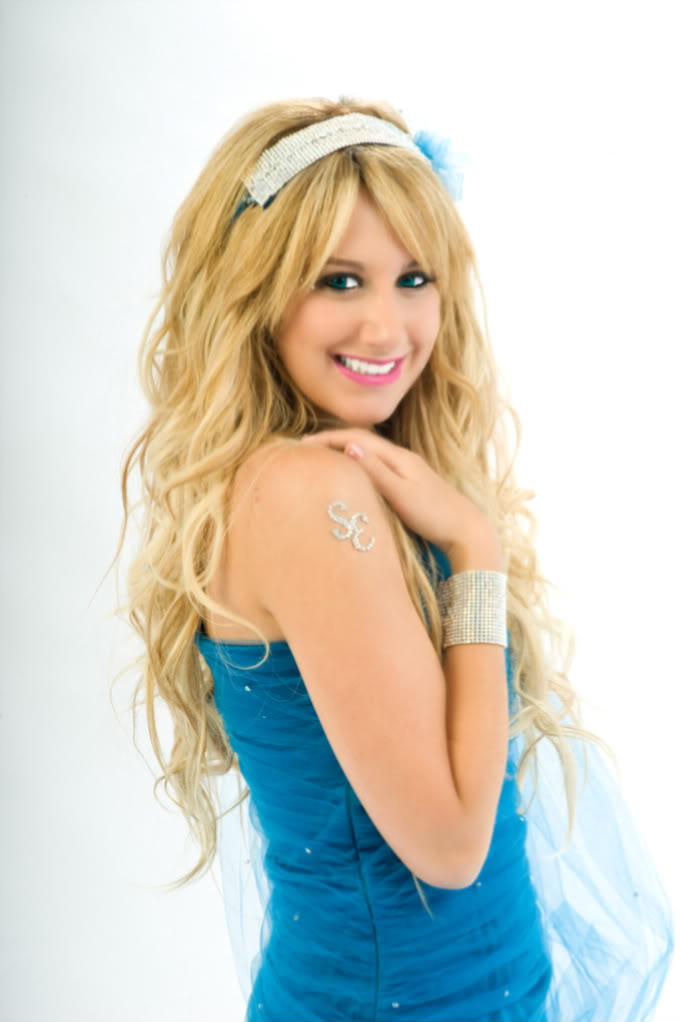 Sharpey Evans - Page 2 Ashley_tisdale_1225008194