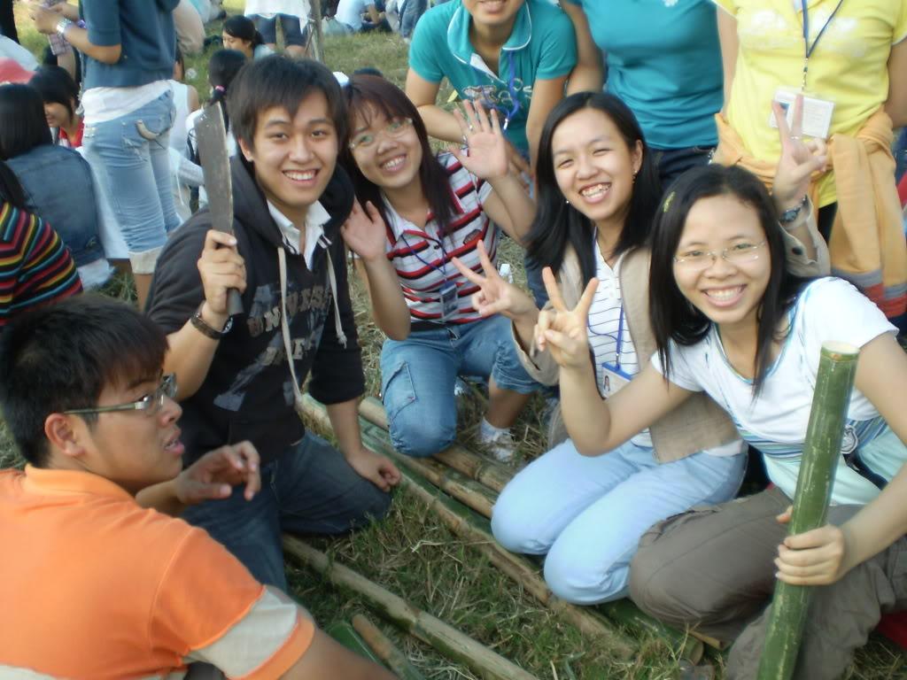 Hình của lớp chụp kỷ niệm hội trại 26/03/2008 P3200029