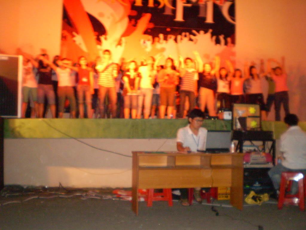 Hình của lớp chụp kỷ niệm hội trại 26/03/2008 P3200124