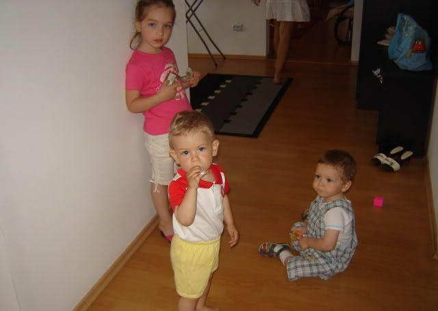 Bebe,prietenii iti sunt alaturi Picture12001