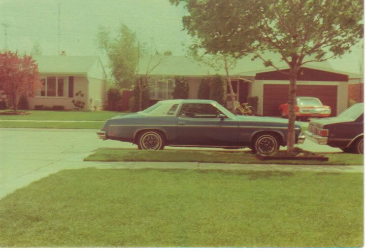 My dad's '75 Culass Salon. 75cutlass3