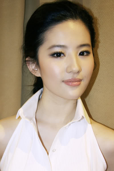 รวมภาพถ่ายจาก Blog และ Sina weibo Hang Yue  - Page 2 4a6856e244f196380a86d