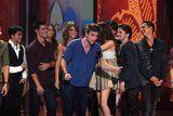 Teen Choice Awards 2010 - Página 3 Th_pattinsonlife-tca-011