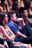Teen Choice Awards 2010 - Página 3 Th_pattinsonlife-tca557