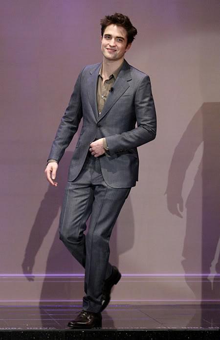 Rob au Jay Leno, le 18 Mars...! - Page 2 Pattinsonlife-TTSWJL-28-p