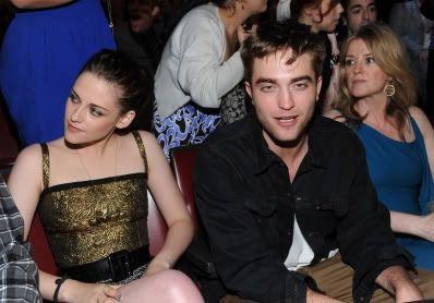 MTV  Movie Awards 2010 - Página 6 Pattinsonlife-mma001