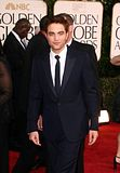 Golden Globes 2011 Th_pattinsonlife-gghq33