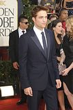 Golden Globes 2011 Th_pattinsonlife-gg71
