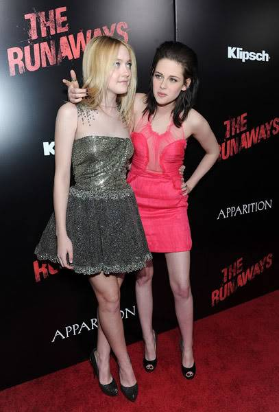 https://2img.net/h/i362.photobucket.com/albums/oo68/twilightxchange/the%20runaways/04/kstewartfansmq5863.jpg