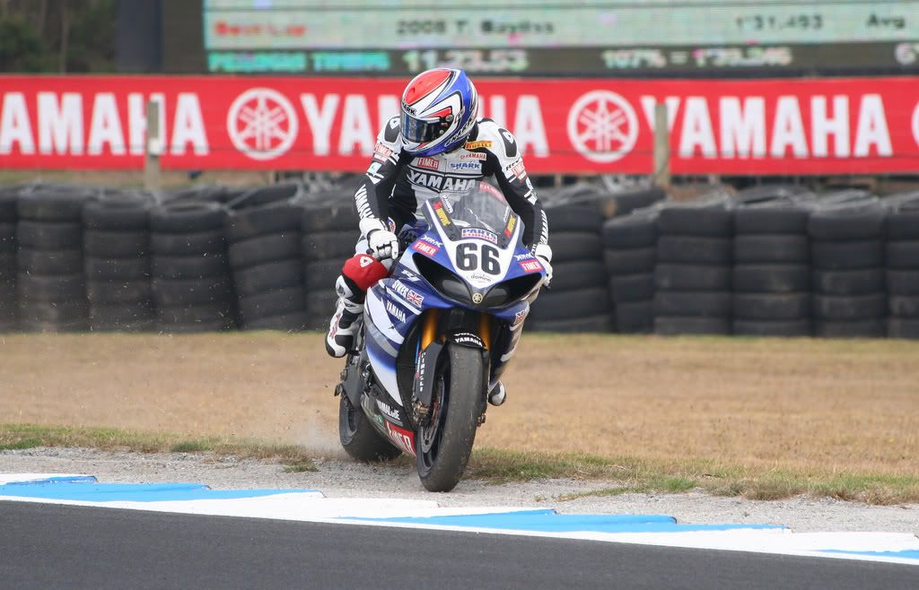 THE TOPIC of  SBK 2009 - Page 5 Sykesreturnstotrackturn10practise1