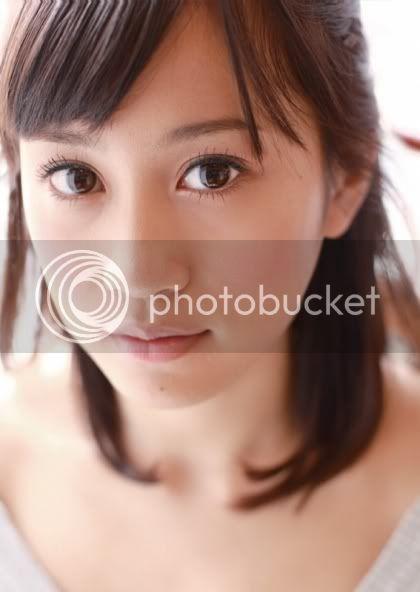 [Graduée] Maeda Atsuko - Page 2 2011cl002