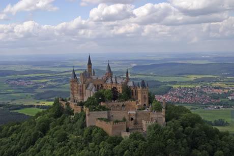 Casa Real de Prusia e Imperial de Alemania - Página 6 Burg_Luftbild