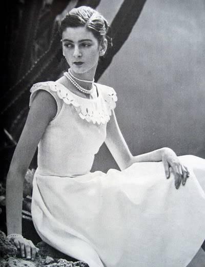 Carmen Dell'Orefice ~ Young Summer Whites 1947 Blog_CarmenDO_1947_Apr15_Vogue_139_FrancesMcLaughlin
