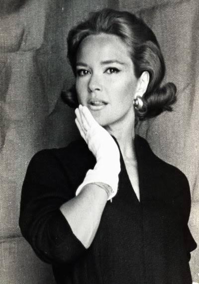 Helen Ryan in Black & White ~ 1950s-1960s Blog_HelenR_1960s_GloveChin_BW