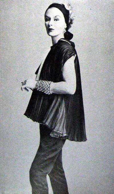 Model History ~ Lisa Fonssagrives Penn in Maternity Fashions 1952 Blog_LisaF_1952_Nov1_Vogue_130_Maternity_BabyTom_IrvingPenn_Left