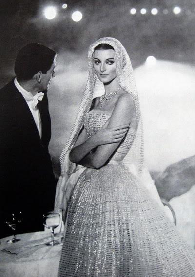 Carmen Dell'Orefice by Avedon ~ Oct. 1957 Bazaar CarmenDO_1957_Oct_Bazaar_128_Dior_R