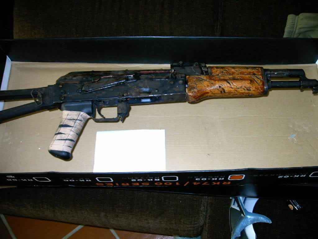 AKS- 74 bem usada.... IMAG0023-1