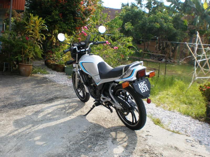 Yamaha RD125 LC from Teluk Ensen P5103068