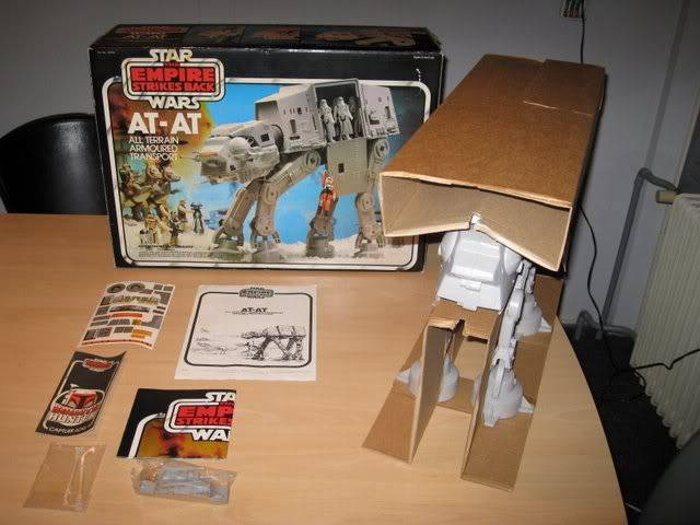 Your own TOP FIVE Vintage items! - Page 3 Sw_AT-AT_esb_palitoy011