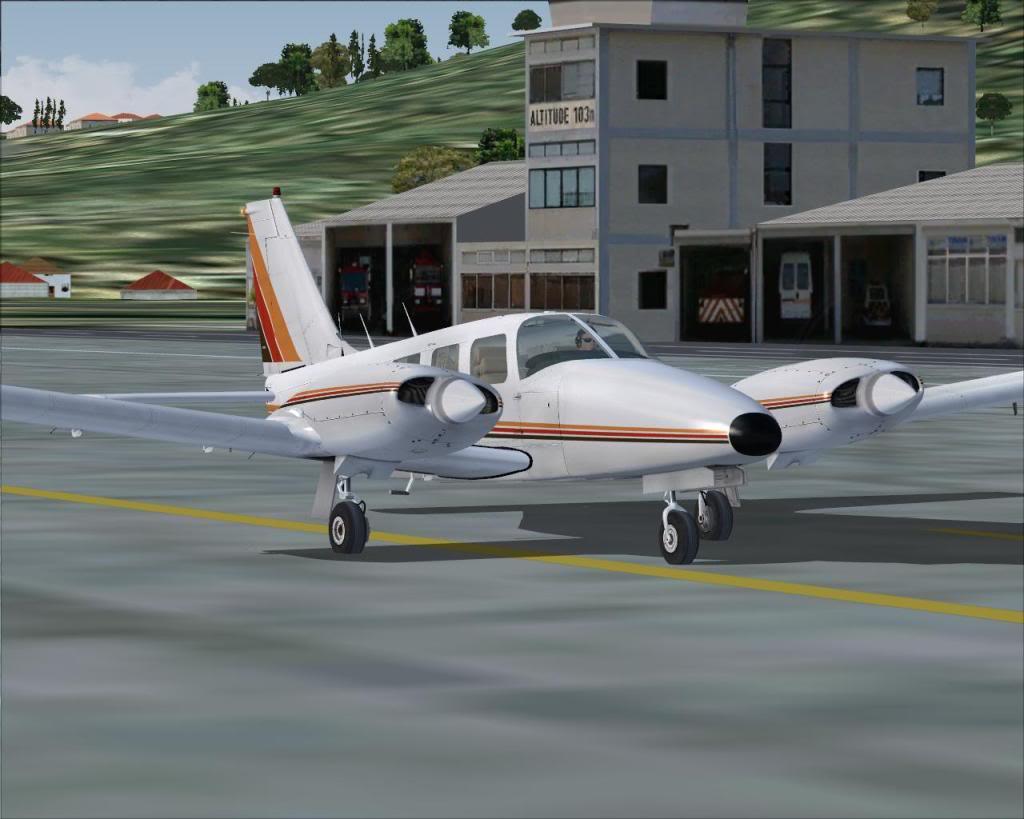 (FS9) PA34 Seneca aterra na Madeira Fs92011-04-2620-07-07-37