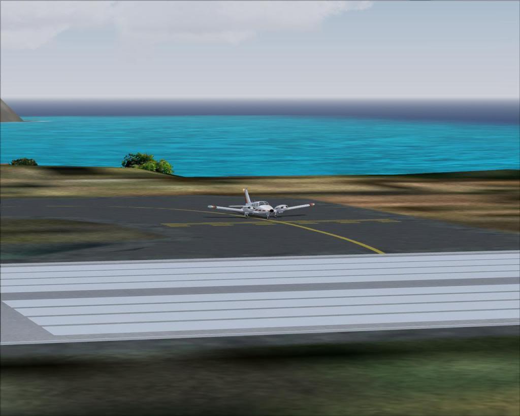 (FS9) PA34 Seneca aterra na Madeira Fs92011-04-2620-12-21-85