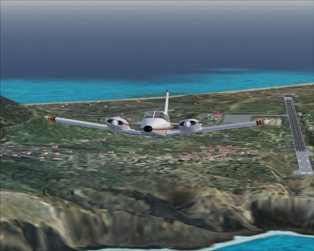 (FS9) PA34 Seneca aterra na Madeira Fs92011-04-2620-26-58-10