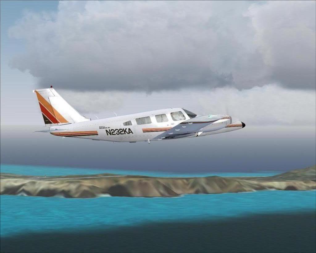 (FS9) PA34 Seneca aterra na Madeira Fs92011-04-2620-30-38-26