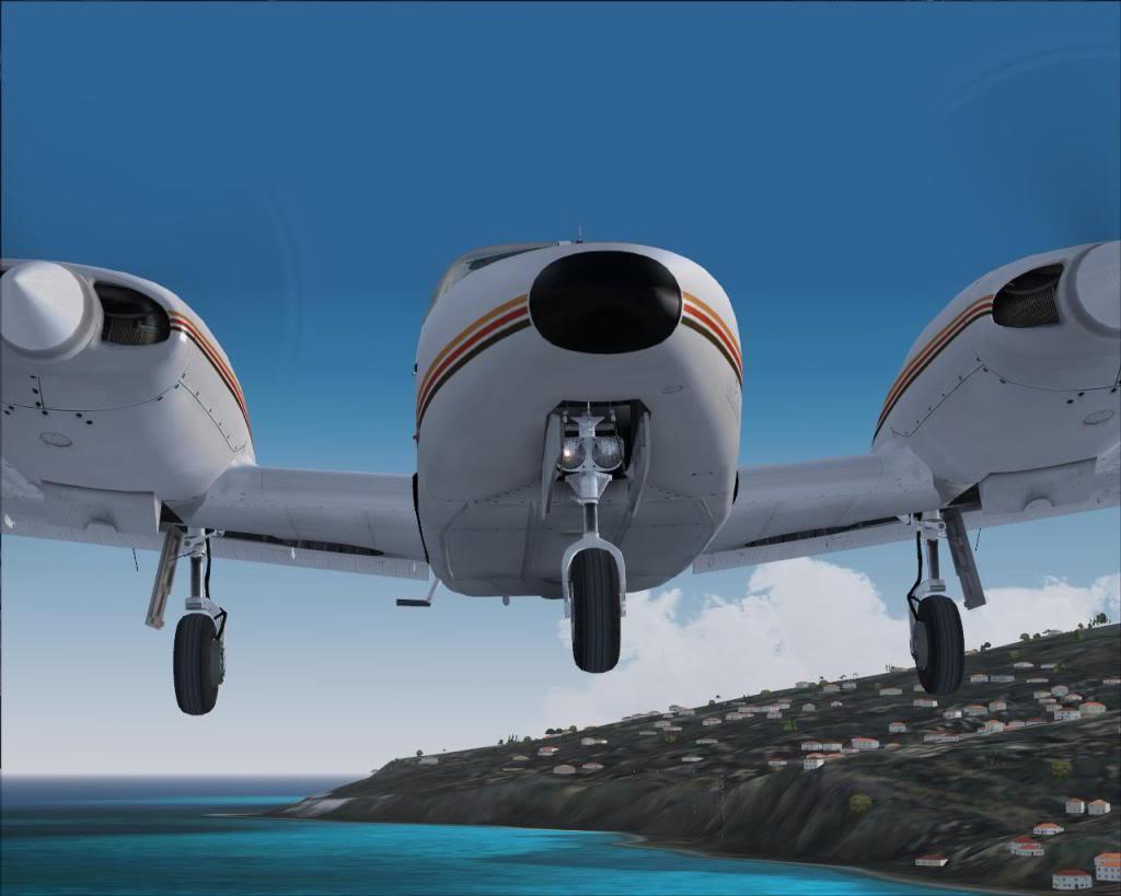 (FS9) PA34 Seneca aterra na Madeira Fs92011-04-2621-34-42-28