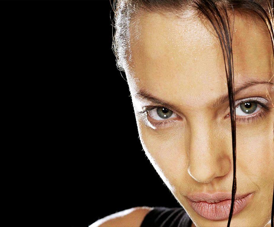 Angelina Jolie - Page 4 Angelina_Jolie