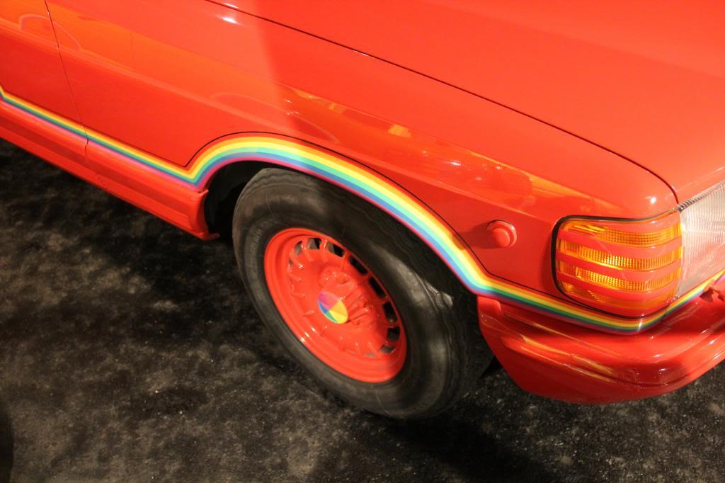 """(HISTÓRIA): Emirates National Auto Museum - Coleção de W126 (500SEL) """"Diferentes"""" IMG_2596_zpsf0c6e8ee"""