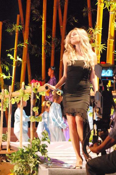 Official Thread of Miss World 2006 - Tatana Kucharova (Czech Republic) - Page 2 Hoa-hau-3