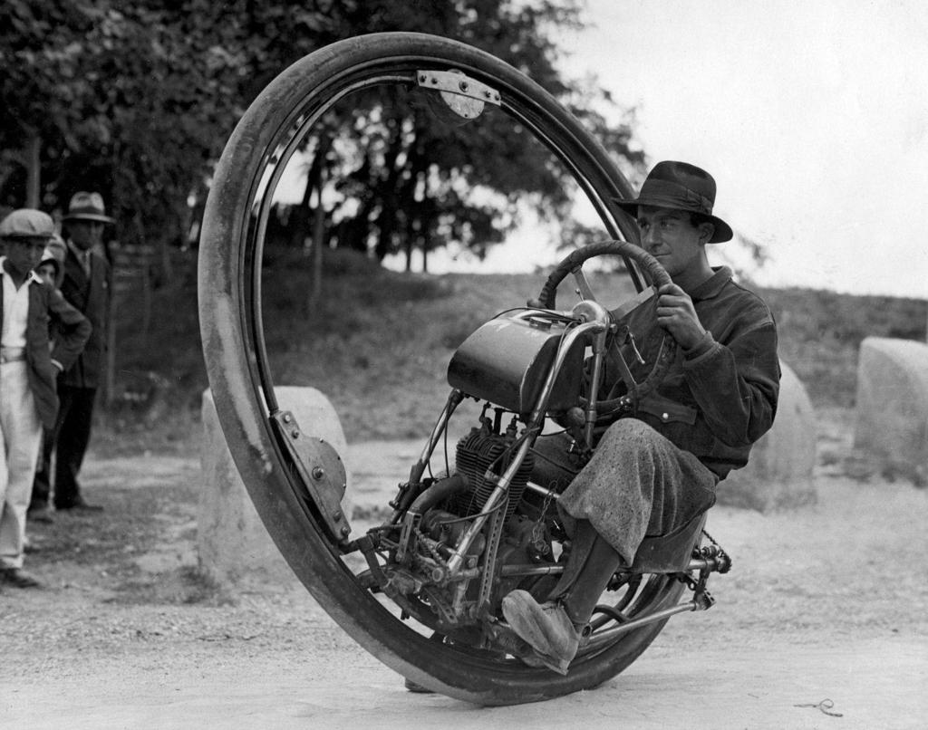 Wacky 50 - Page 2 One_wheel_motorcycle_Goventosa_zpscbth3hsu