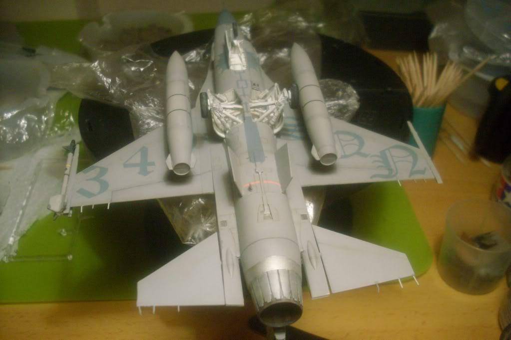 F-16 A 1/72 Revell - Página 2 F16bajo2