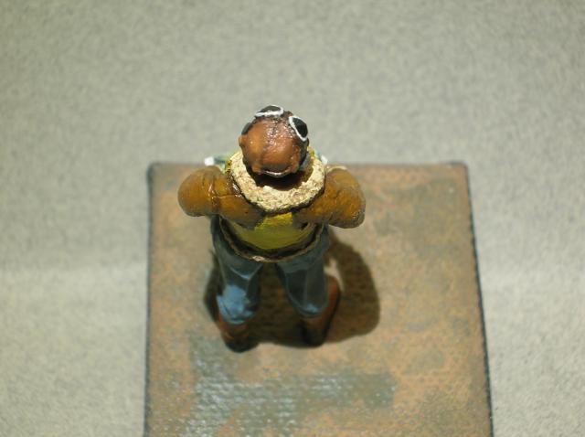 Pilote RAF WW2, 54 mm, sculpture, tirage résine et peinture. Final10_zps3c17f84a