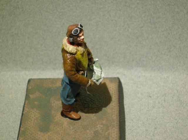 Pilote RAF WW2, 54 mm, sculpture, tirage résine et peinture. Final8_zps4b7d9738