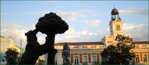 A Puerta Del Sol Madrid_Bear_at_Puerta_del_Sol